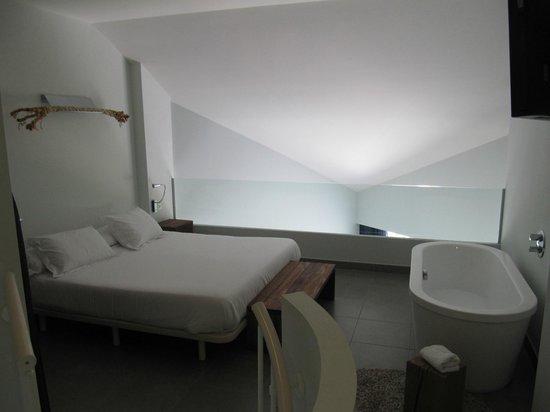 DoubleTree by Hilton Hotel Resort & Spa Reserva del Higueron: dormitorio planta arriba loft junior suite