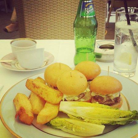 Ladurée London Harrods : My meal: Mini Burgers.