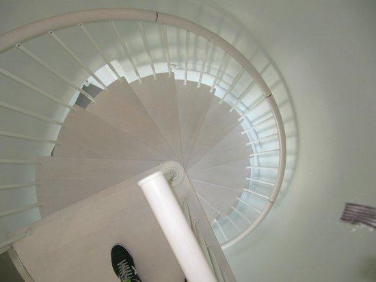 DoubleTree by Hilton Hotel Resort & Spa Reserva del Higueron: escaleras para subir al dormitorio