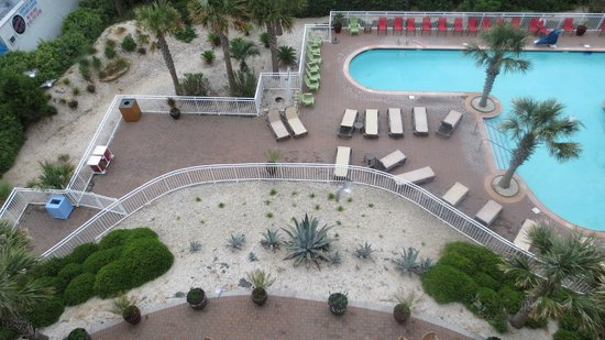 Courtyard by Marriott Carolina Beach : Pool from our room on 5th floor