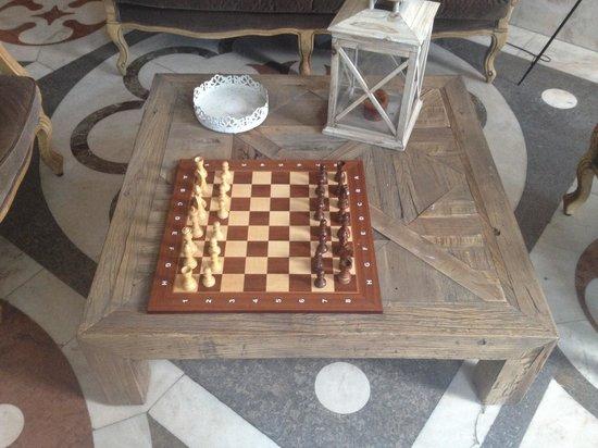 Hotel Isole Di Brissago: Partita a scacchi dopo cena!