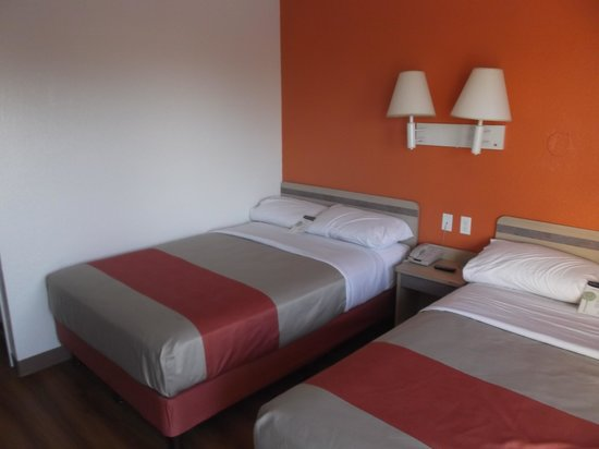 Motel 6 Kingsville: Our renovated room 112 on may 5th 2014.