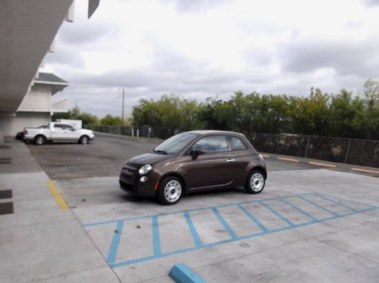 Motel 6 Kingsville: Our Fiat in the parking.