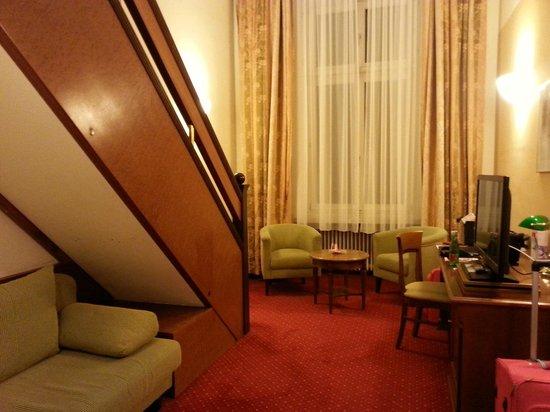 Austria Trend Hotel Schloss Wilhelminenberg Wien : номер с антресолью