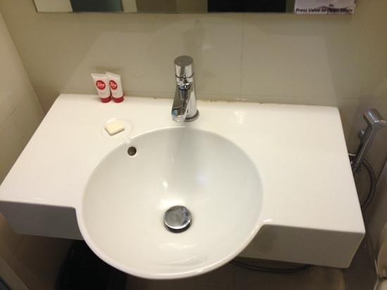 Red Planet Makati, Manila: nice bathroom