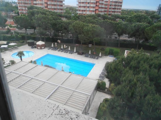 Holiday Inn Florence-North: view of swiming pool