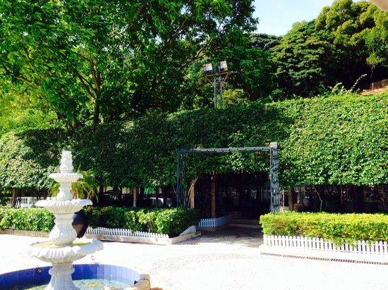 Pousada de Coloane Beach Hotel & Restaurant: Greenery garden