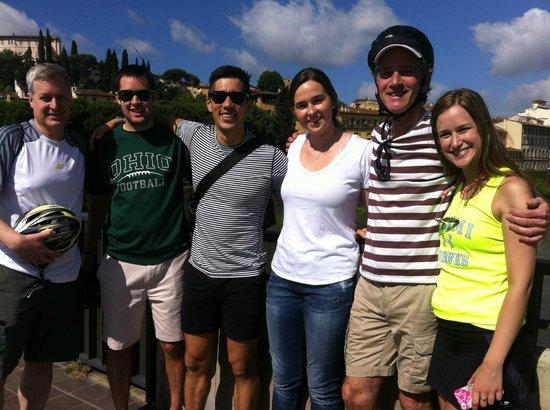 Artviva: The Original & Best Tours Italy : Photo op overlooking the Arno