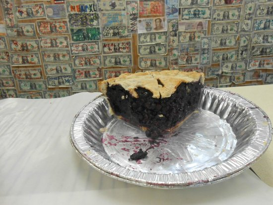 Quietside Cafe and Ice Cream Shop: Homemade Maine Blueberry pie