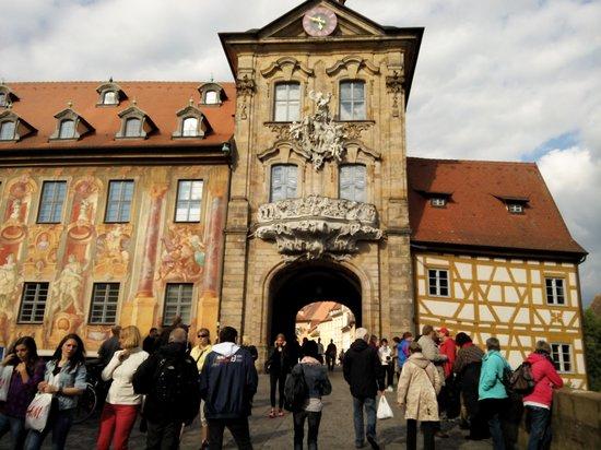 Altes Rathaus : Со стороны моста