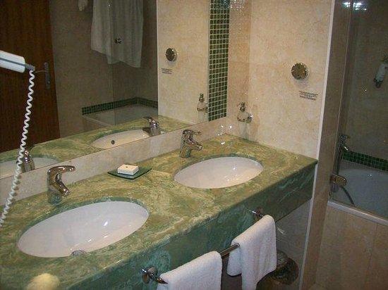 President Hotel Prague : Salle de bain