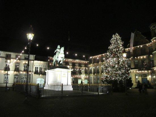 Altstadt: Вечерний город