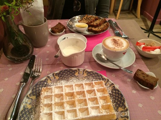 GingerBread Bagel Coffee and Tea House : Lovely Waffles!