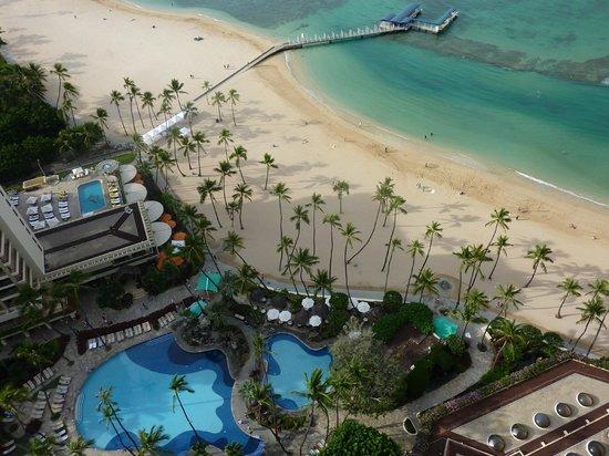 Hilton Hawaiian Village Waikiki Beach Resort: Super Pool and Beach view from room