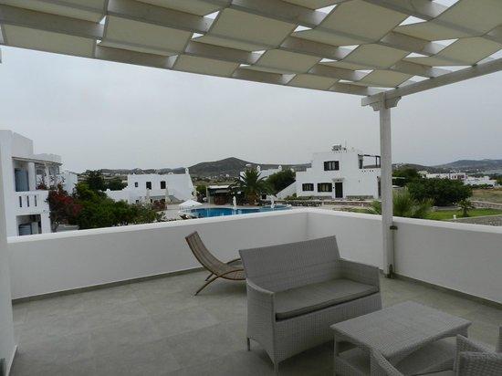 Santa Maria Luxury Suites & Spa: Pool view from suite