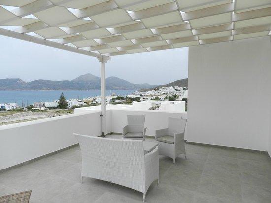 Santa Maria Luxury Suites & Spa: Deck/patio and view