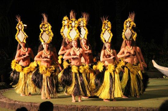 Old Lahaina Luau : First hulu dance