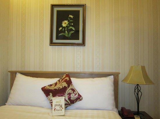 Luan Vu Hotel: The bed
