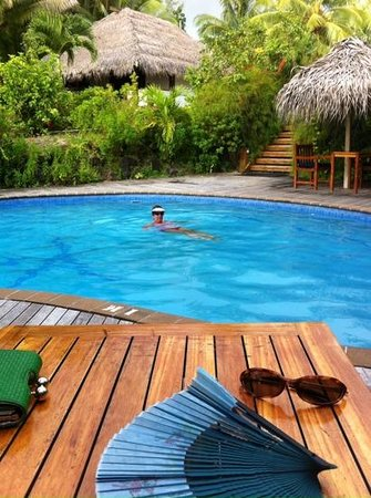 Etu Moana: Loved the pool, with Villa 5 behind.  Well designed Resort.