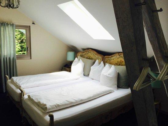 Blausee AG - Restaurants Hotel Forellenzucht: Zimmer Nr. 12 mit Seeblick