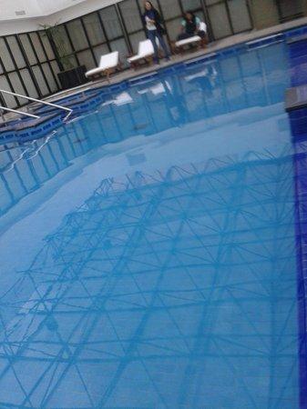 Krystal Grand Reforma Uno Mexico City: lo mejor del hotel, la alberca o piscina como le llamen, es climatizada.