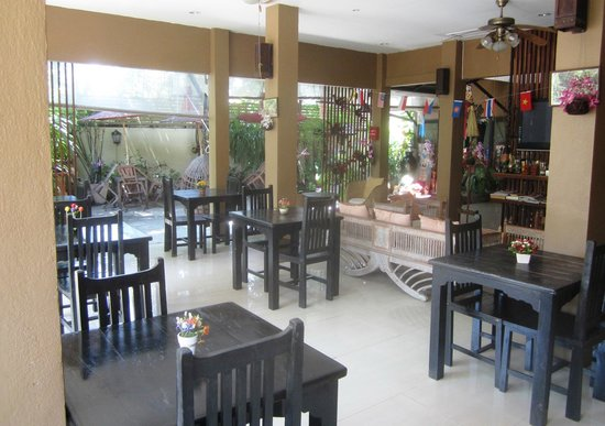 Thapae Boutique House: Lobby and breakfast area