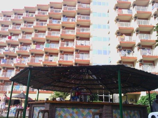 MedPlaya Hotel Balmoral: chiringuito de la piscina