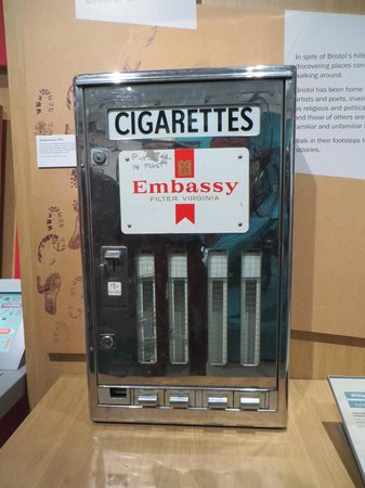 M Shed : Cigarette machine