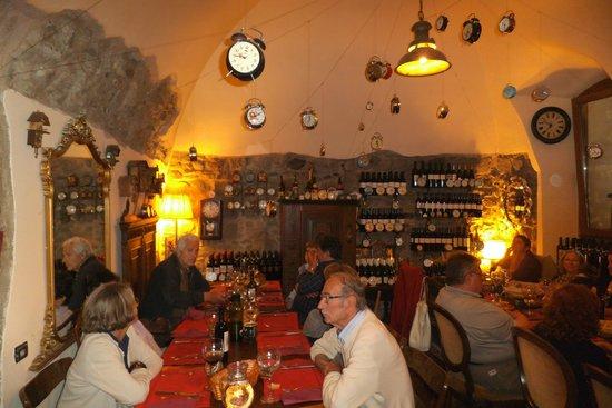 Arte e Vino: Particolare sala da pranzo
