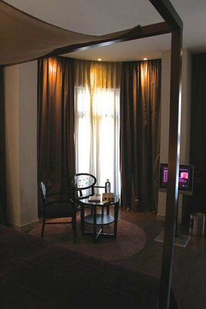 Vincci Palace Valencia: Room 204 - the small living
