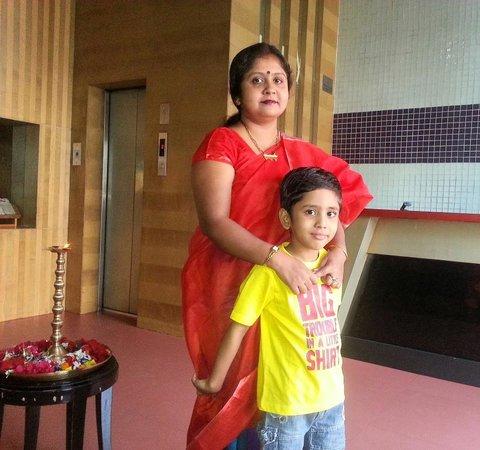 Atithi Hotel: Lobby area near the lift
