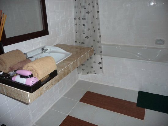 Hilary's Boutique Hotel: Our bathroom