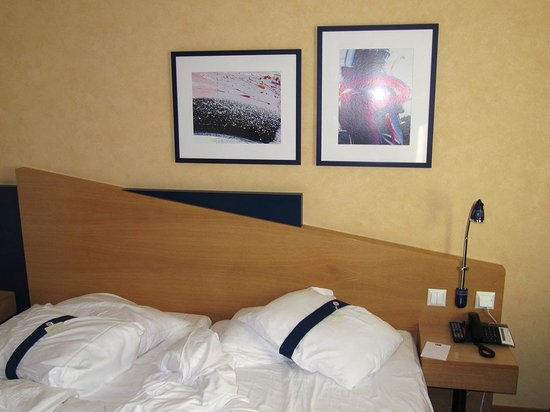 Holiday Inn Express Geneva Airport: Zimmer