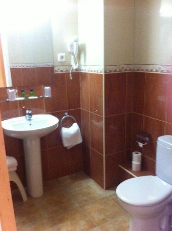 SERHS Oasis Park Hotel: salle de bain chambre 712