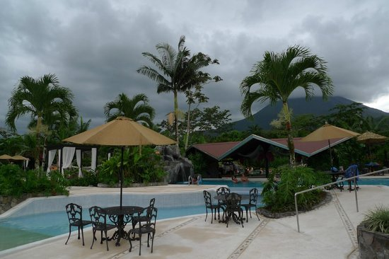Arenal Springs Resort and Spa: pool with volcano view