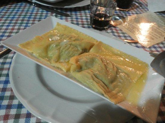 Gli Attortellati: tortelli ripieni di ricotta e spinaci con burro e salvia (veg)