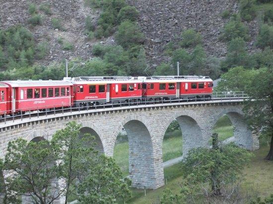 Trenino Rosso del Bernina: il trenino rosso