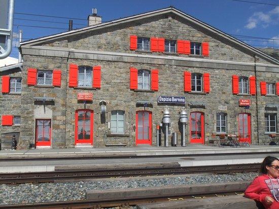 Trenino Rosso del Bernina: rufugio ospizio bernina