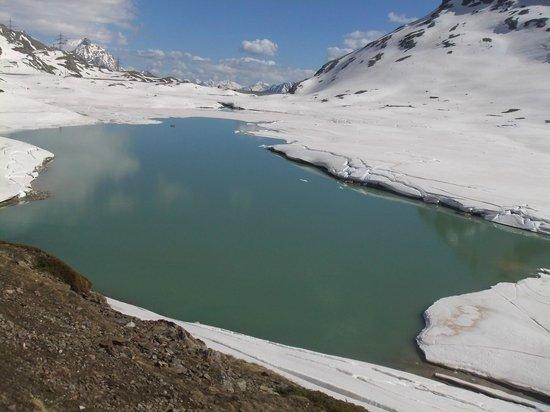 Trenino Rosso del Bernina: paesaggio lago bianco