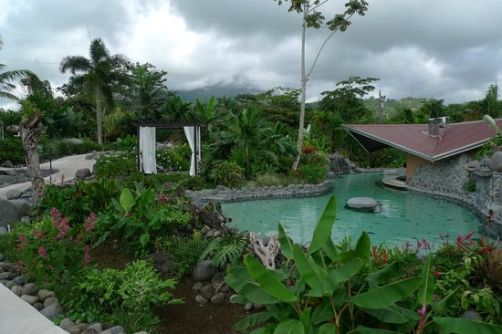 Arenal Springs Resort and Spa: pool and pool bar
