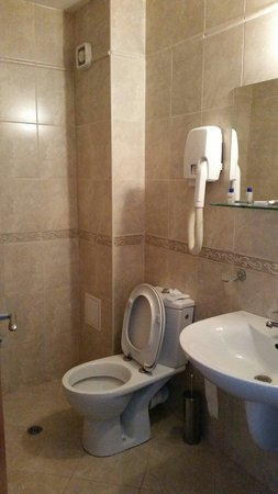 Hotel Nord : clear bathroom