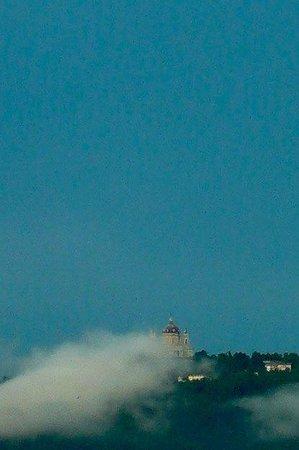 Colline di Torino: Italia: nubi all'orizzonte