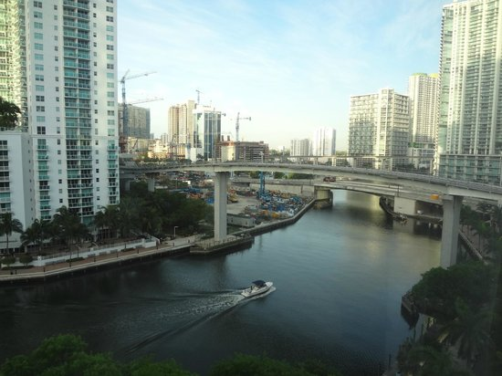 River Park Hotel & Suites Downtown/Convention Center: Vista do quarto