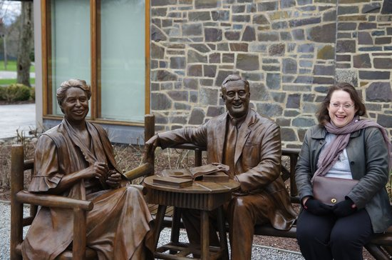 Franklin D. Roosevelt Presidential Library and Museum: Franklin And Eleanor Roosevelt Sculpture