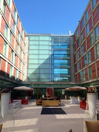 Doubletree by Hilton Milan: The courtyard