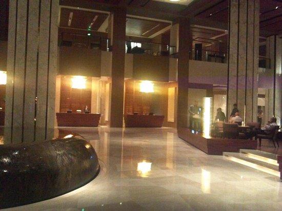 Hyatt Regency Qingdao: LOBBY