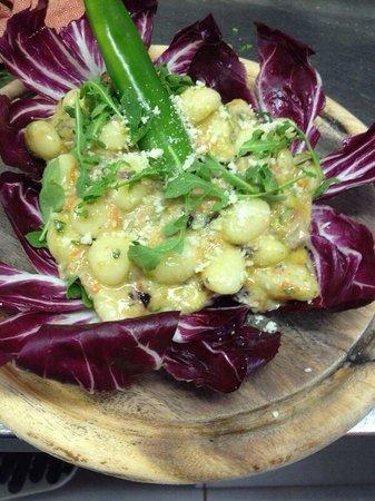 Azzicc Azzicc : Gnocco vegetariano: zucchine,carote e radicchio :)