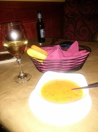 Fratelli's Ristorante Italiano: Tomato Basil Cream Soup and Complimentary Breadsticks