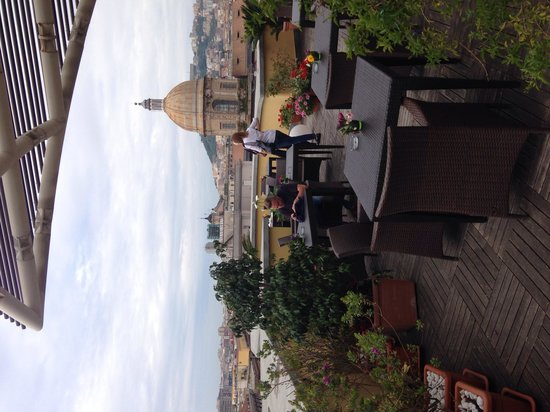 UNA Hotel Napoli: Roof terrace at breakfast