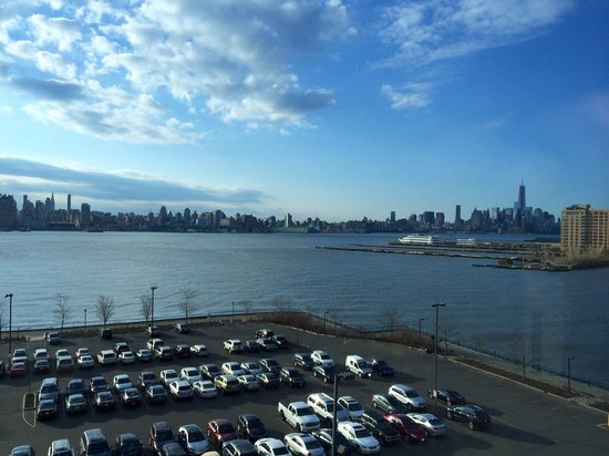Sheraton Lincoln Harbor Hotel: View from hotel room towards manhattan